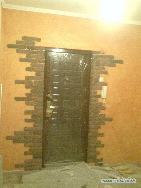 оформление входной двери при облицовке кирпичом