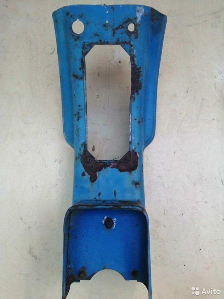 Часть облицовки мотороллера Муравей старого образц  89515008713 купить 1