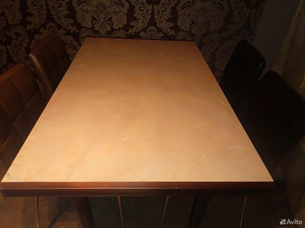 Стол с керамической столешницей со стульями