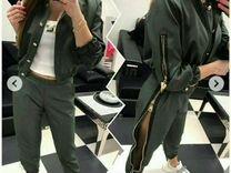 Модный костюм, цвета хаки с замками
