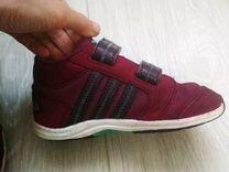 Фирменные кроссовки Адидас