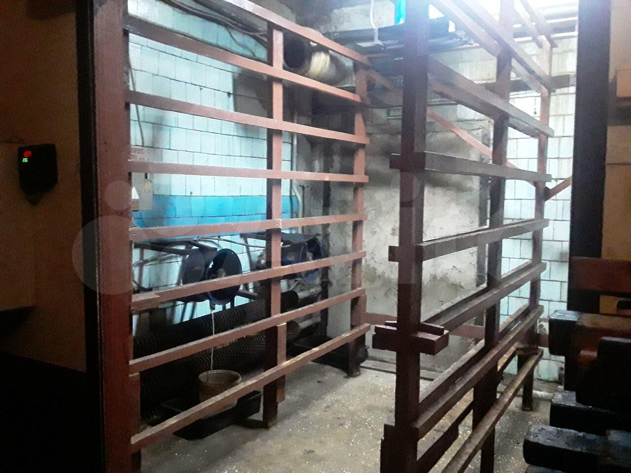 Производственное помещение, 555.6 м²